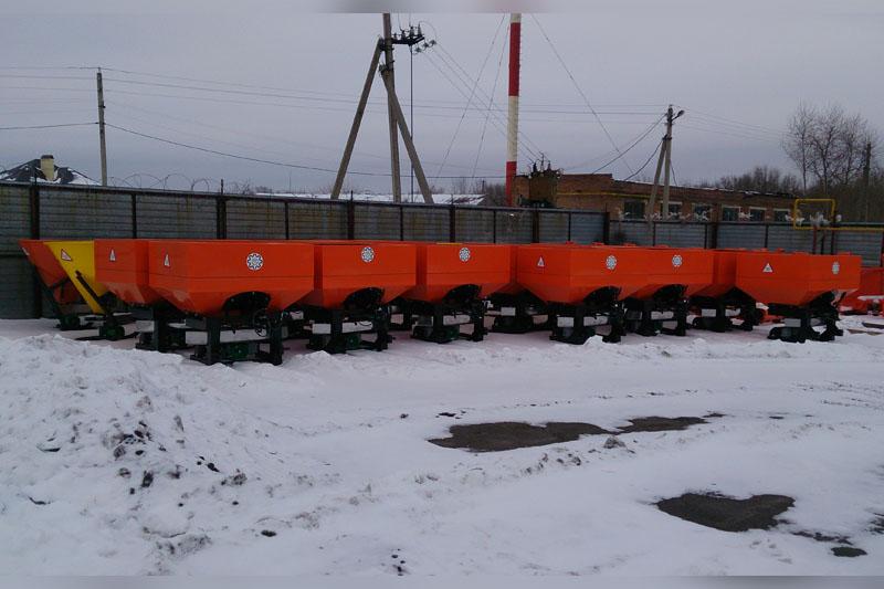 Разбрасыватель РМУ-1000 минеральных удобрений навесной двухдисковый NO14/6 1000 л.