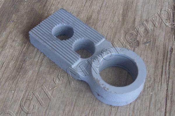 Головка рычага режущего аппарата жатки под МКШ с отв. (нового образца)