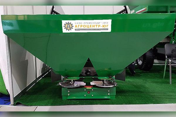 Разбрасыватель минеральных удобрений навесной РУМ Фермер 2000 л. 16-20 м. гидравлика, без кард/вал
