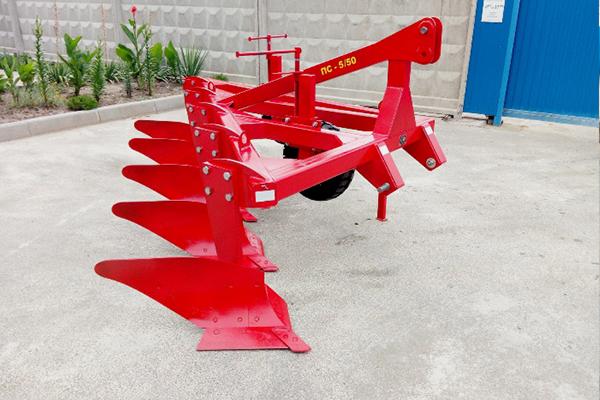 Плуг скоростной ПС-5/50 (ширина 2,5 м, мощность 150-200 л.с.) вне борозды лемешный