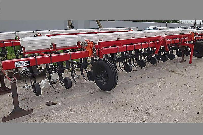 Культиватор навесной растениепитатель КРН- 11,2 (16х70) с ЖКУ