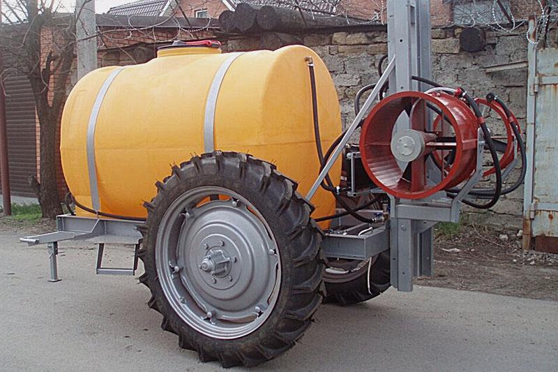 Опрыскиватель прицепной садовый две турбины ОПС-2000-2 (объем бака 2000 литров, 2-е турбины и гидростанция)