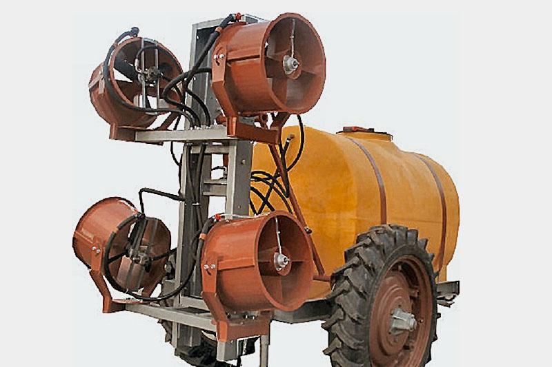 Опрыскиватель прицепной садовый четыре турбины ОПС-2000-4 (объем бака 2000 литров, 4-е турбины и гидростанция)