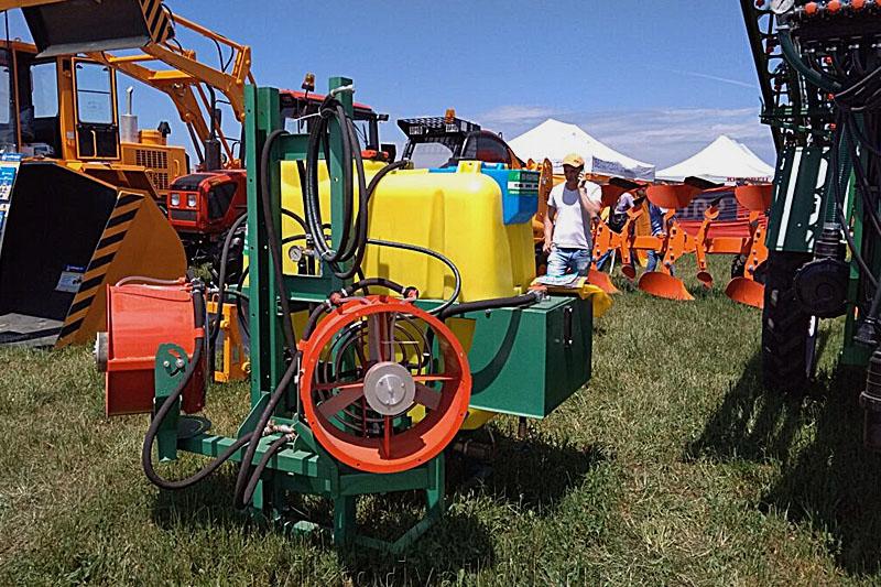 Опрыскиватель навесной садовый две турбины ОНС-600-2 (объем бака 600 литров, 2-е турбины и гидростанция)