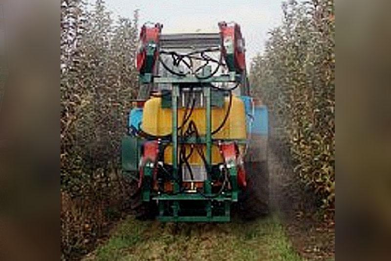 Опрыскиватель навесной садовый одна турбина ОНС-600-1 (объем бака 600 литров, 1 турбина и гидростанция)