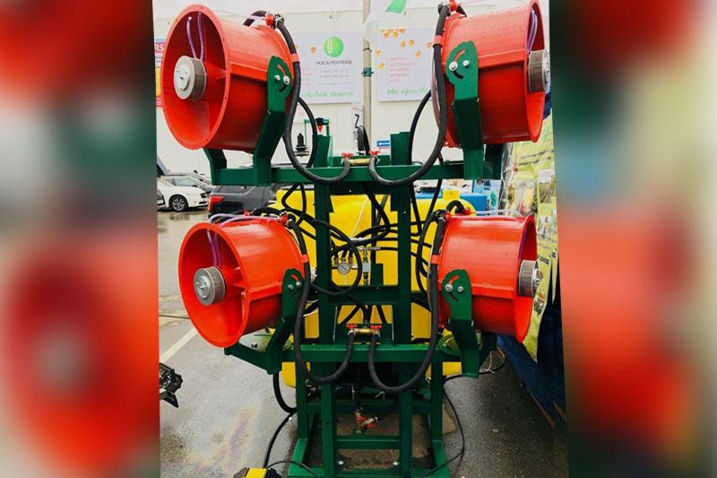 Опрыскиватель навесной садовый четыре турбины ОНС-600-4 (объем бака 600 литров, 4-е турбины и гидростанция)